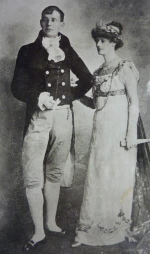 043 Casi & Con in court dress, 1905